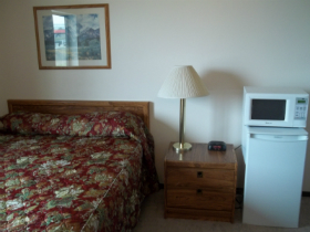 Basic Single Queen Room Flathead Lake Inn